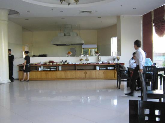 TTC Hotel Premium - Phan Thiet: Dining for breakfast