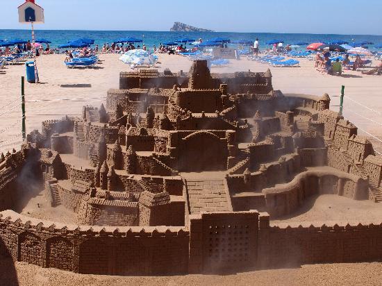 Playa de Poniente: castillo de arena playa de levante