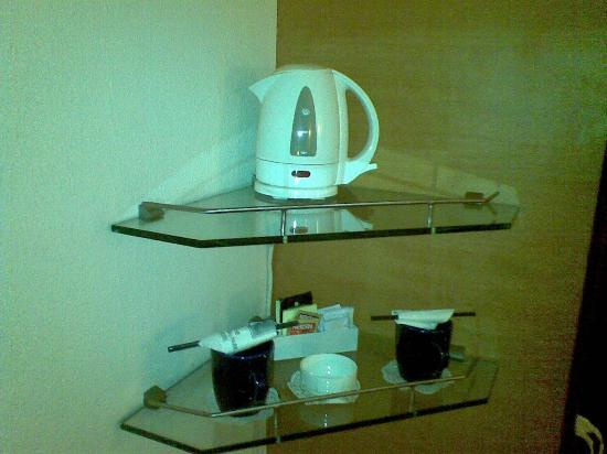 The Central Park Hotel: Coffee / Tea Maker