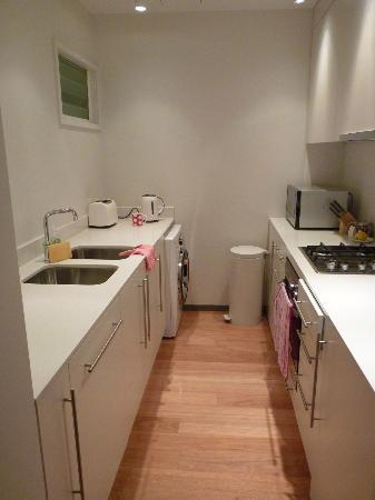 Balmain Wharf Apartments : Kitchen