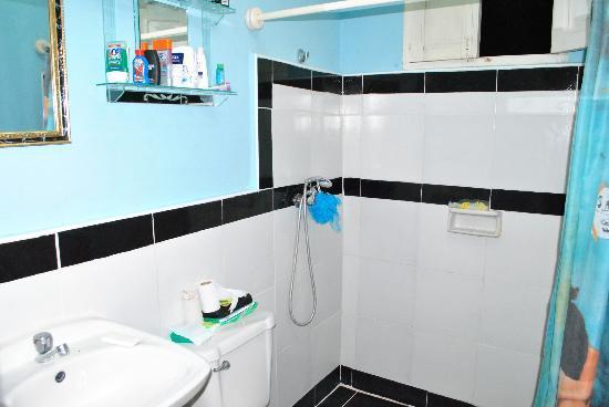 Hostal Yusi & Vladi: Bathroom