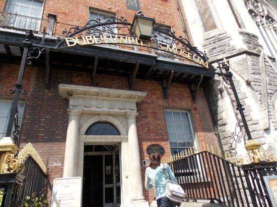 Dublin Writers Museum: Museum front entrance