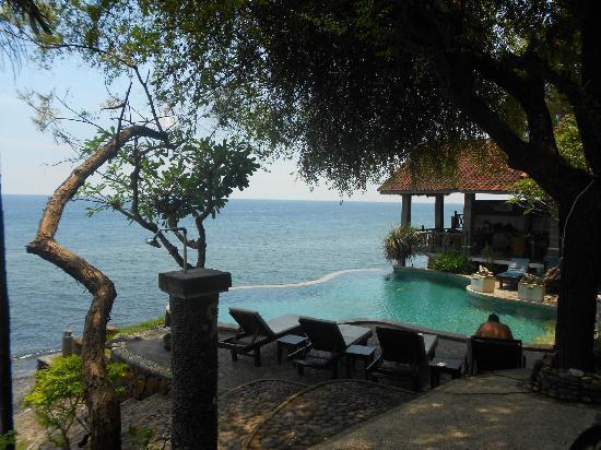 Wawa Wewe II Villas: chilled pool area