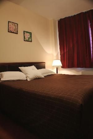 Dastan Aktobe Hotel: Bed room