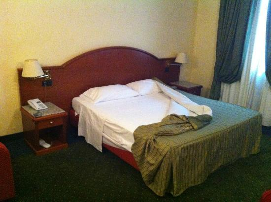 Edra Palace Hotel: Stanza