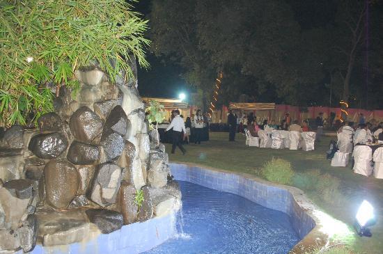 Ras Resorts Silvassa: Gazebo at Sandal Cola Lawn