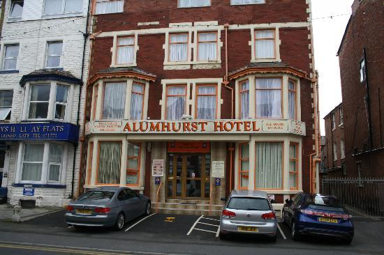 Alumhurst Hotel: What awaits you (our cute Golf hire car in front)