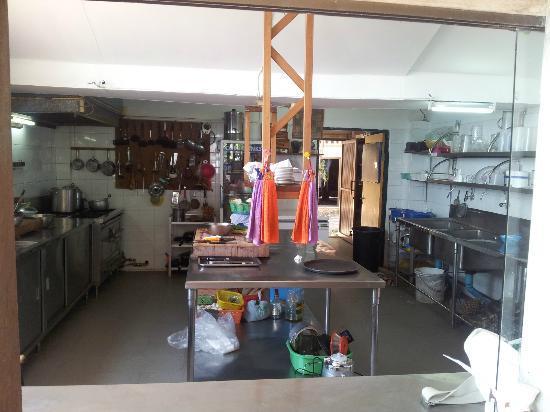 Health Oasis Resort: Kitchen