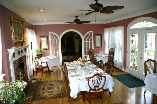 1848 Island Manor House: dining room