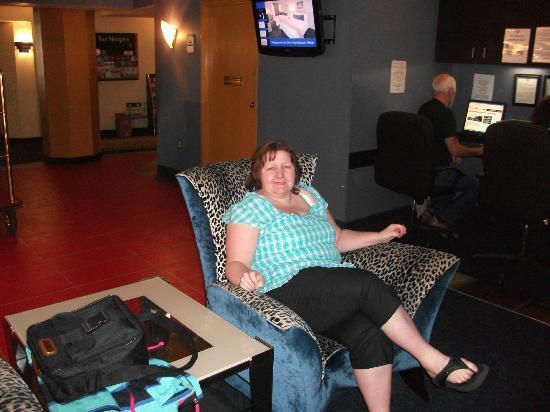 Elvis Presley's Heartbreak Hotel: In the Lounge area, great furniture