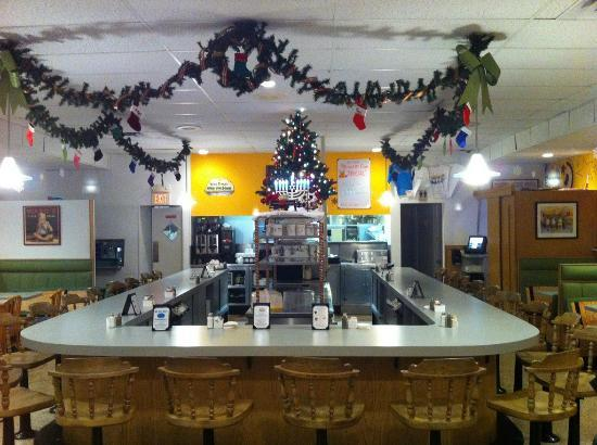 Hamburger Heaven : The lunch counter during Chrismas 2011