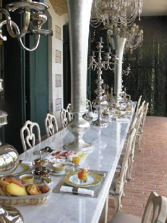 Le Beaumanoir : What an incredible breakfast table