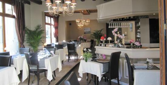 restaurant le grand bleu dans saumur avec cuisine fran aise. Black Bedroom Furniture Sets. Home Design Ideas