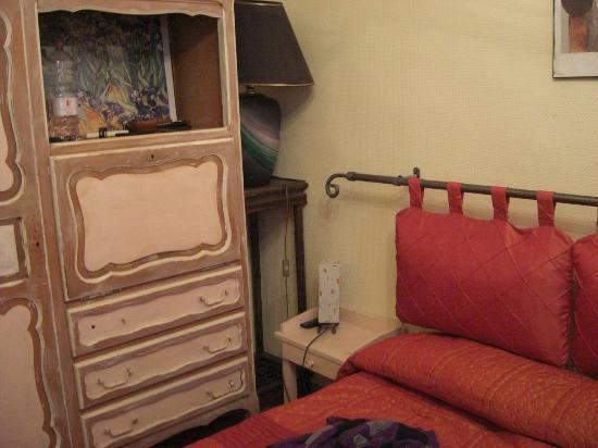 Hotel Couleurs du Sud: Camera da letto dove c'è lo spazio x meterci anche una culla