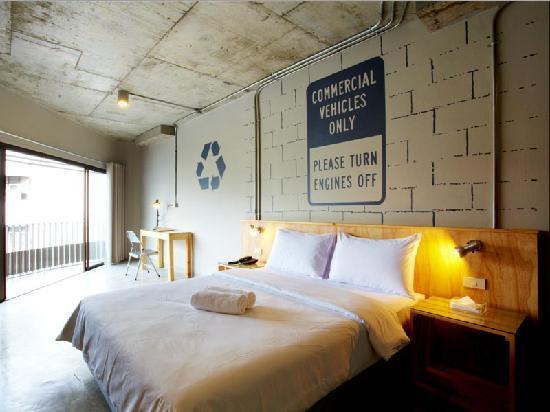 The Warehouse Bangkok: Corner room