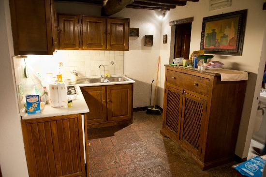 Residence Il Casale - Apartments: Il cucinino e la porta di uno dei bagni