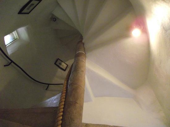 Castle Levan Bed and Breakfast: Tower stairs
