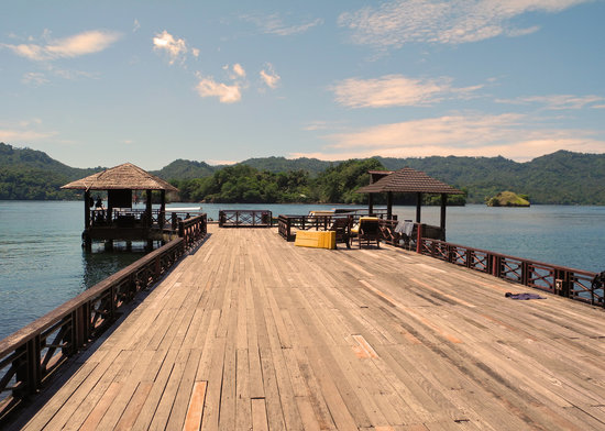Kungkungan Bay Resort: The dock