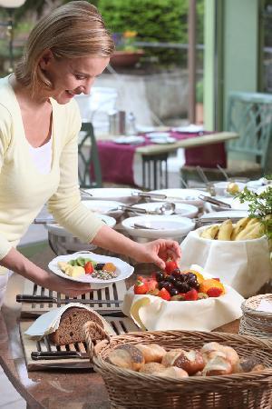 Ringhotel Mönch's Waldhotel: Breakfast buffet