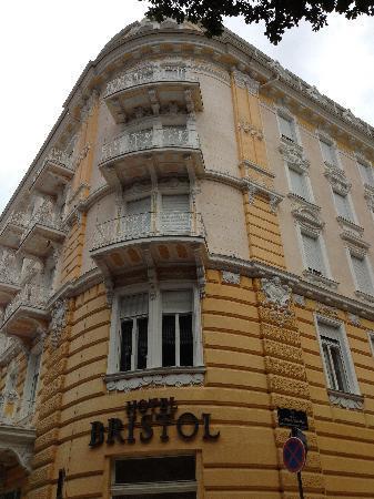 Hotel Bristol: Exterior of hotel