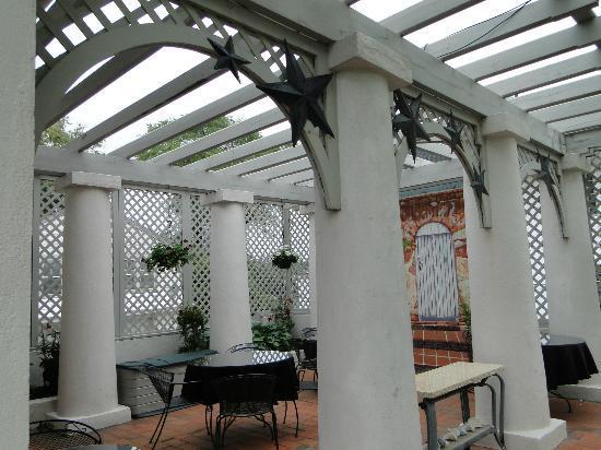 The Mission Inn: verandah/ outside dining area