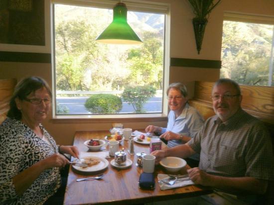 Cedar Lodge Restaurant: Gemütlich: Platz am Fenster