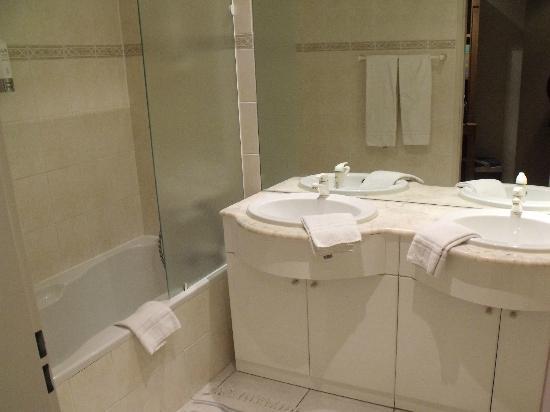 Aparthotel Brussels Midi: salle de bain