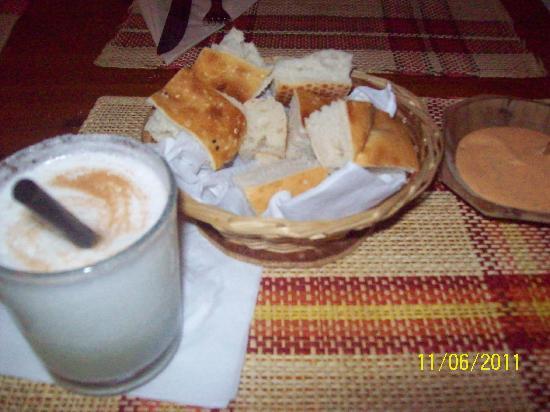 El Inca: Pisco Souer.- indispensable solicitarlo al ingresar a un restaurant peruano