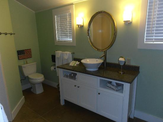 Fredericksburg Herb Farm - Sunday Haus Cottages: Bathroom