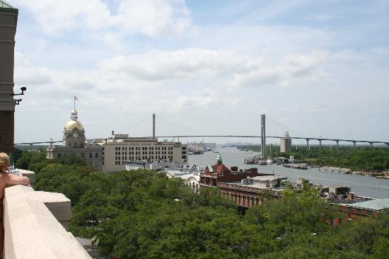 Hampton Inn Savannah - Historic District: View from rooftop pool area