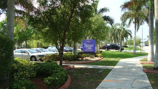 Sleep Inn Ft. Lauderdale International Airport: Surrounding area of hotel