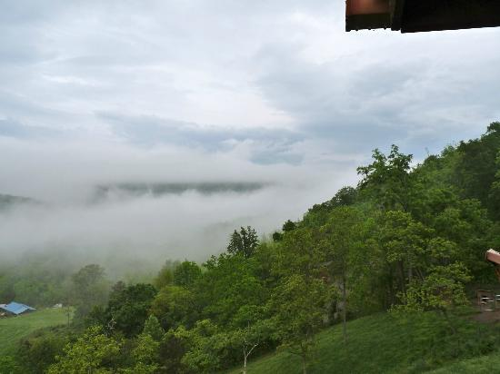 Wildberry Lodge: Low clouds in the morning