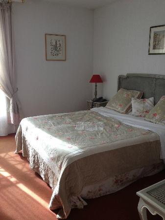 """BEST WESTERN L'Orangerie : Chambre forfait """"nuit de noces"""" (et saint valentin) (avec bain bouillonnant)"""