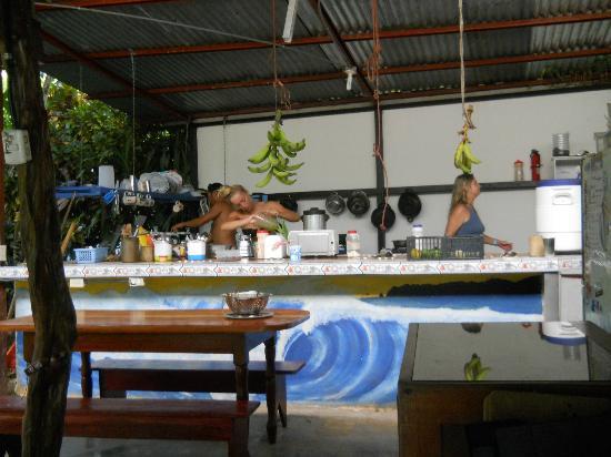 Cabinas Carol: Communal kitchen