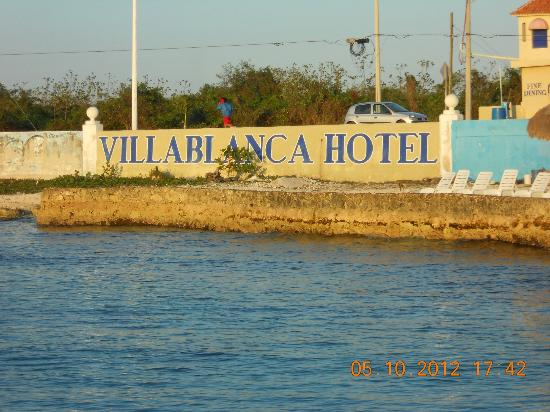 Villablanca Garden Beach Hotel: View from Pier facing back towards hotel