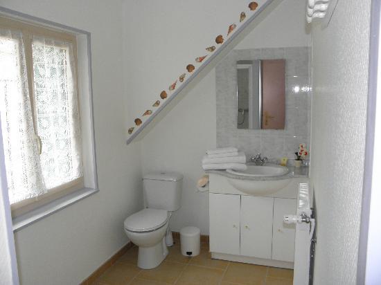 Le Campbieilh : salle de bain de la romantique