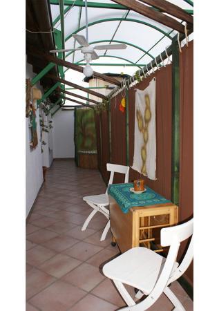 B&B IA: Il terrazzo privato della suite.