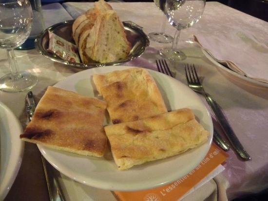 Trattoria Palazzaccio : Le pain (pâte à pizza?)