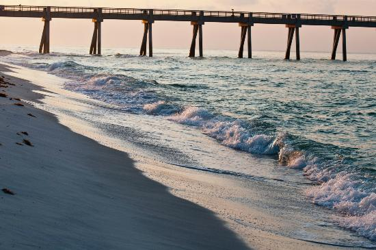 Beach Colony Resort: Sunrise on Beach
