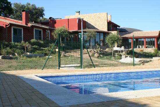 Segurilla, Spain: Piscina exterior