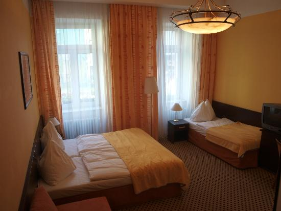 Royal Plaza: Triple room