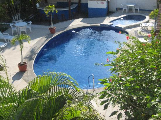 Condominiums Suenos del Paraiso: Pool & BBQ Area