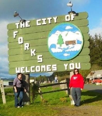 Twilight Tours in Forks: forks sign