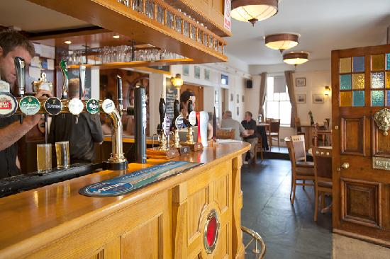 The Old Ship Hotel: Front Bar