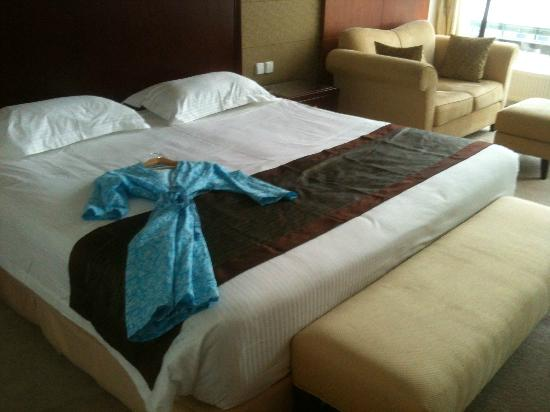 Shanghai Hotel Holland: King size bed