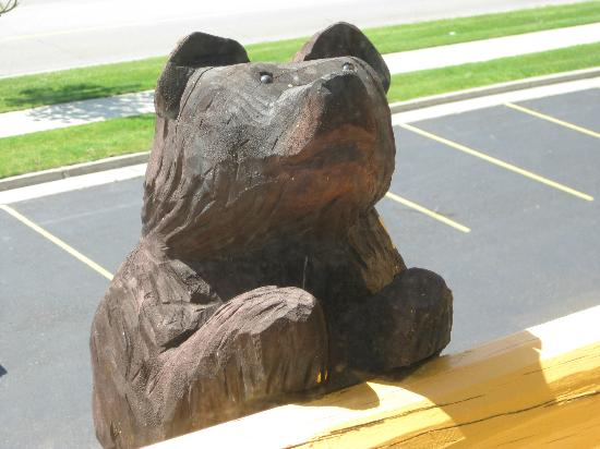 Best Western Plus Holland Inn & Suites: Wooden Bear looking in our window from inside hotel