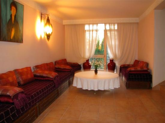 Beni Mellal, Fas: sitting area in front of the elevator on the second floor