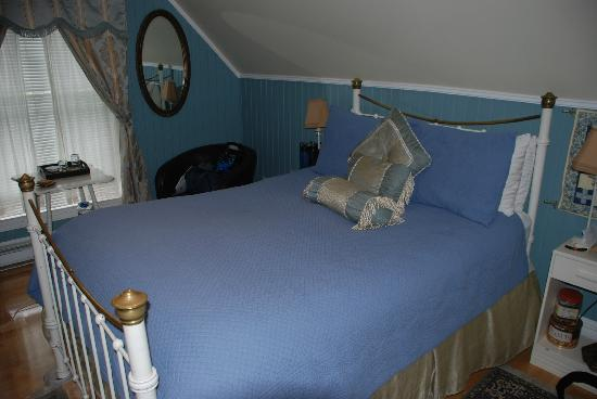 "Tucker House Inn: ""Dove in the Window"" Room"