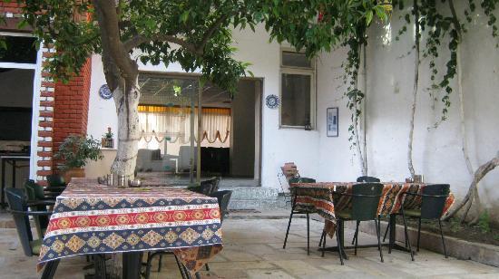 Artemis Hotel: Courtyard