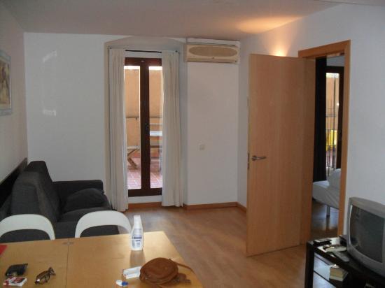 Happy Apartments: living area